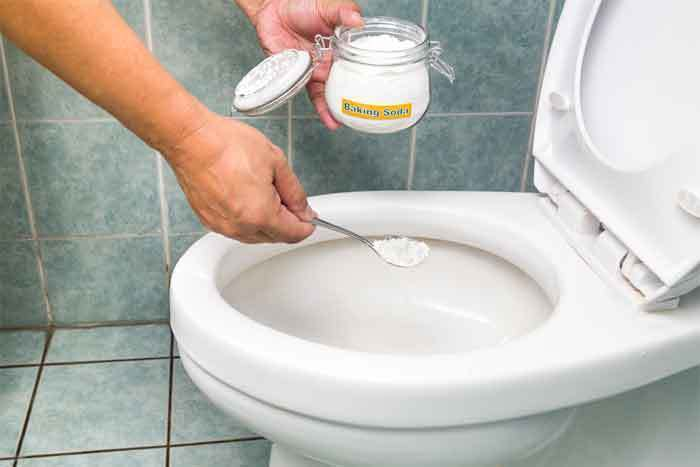 How-to-Unclog a Toilet with Baking Soda