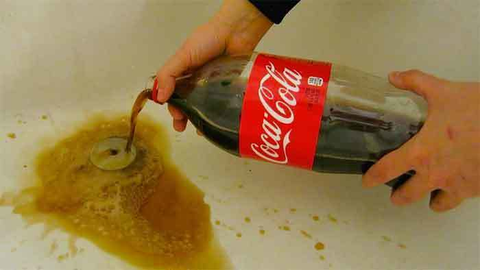 cleaning-drains-with-coke