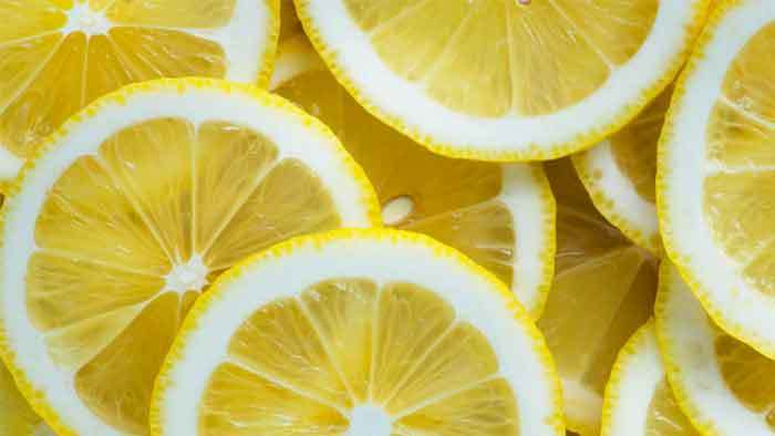 Cleaning Showerhead with Lemon Juice